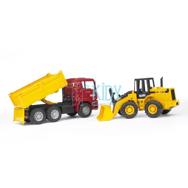 Savivartis sunkvežimis + traktorius su krautuvu
