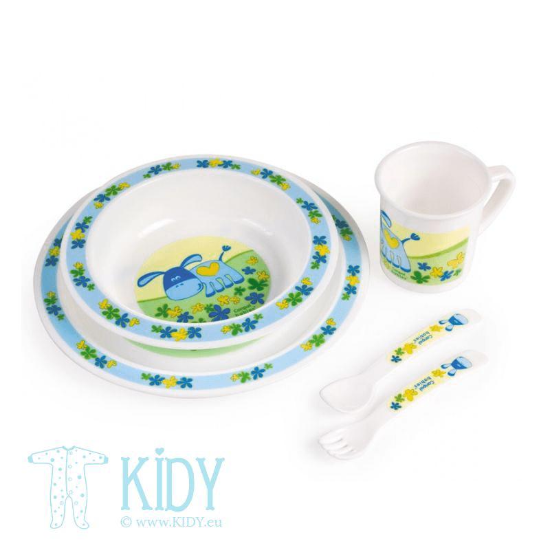 Набор пластиковых тарелок со столовыми приборами