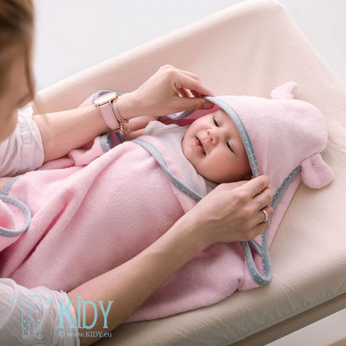 Pink bamboo supeRRO towel for newborn (Lullalove)